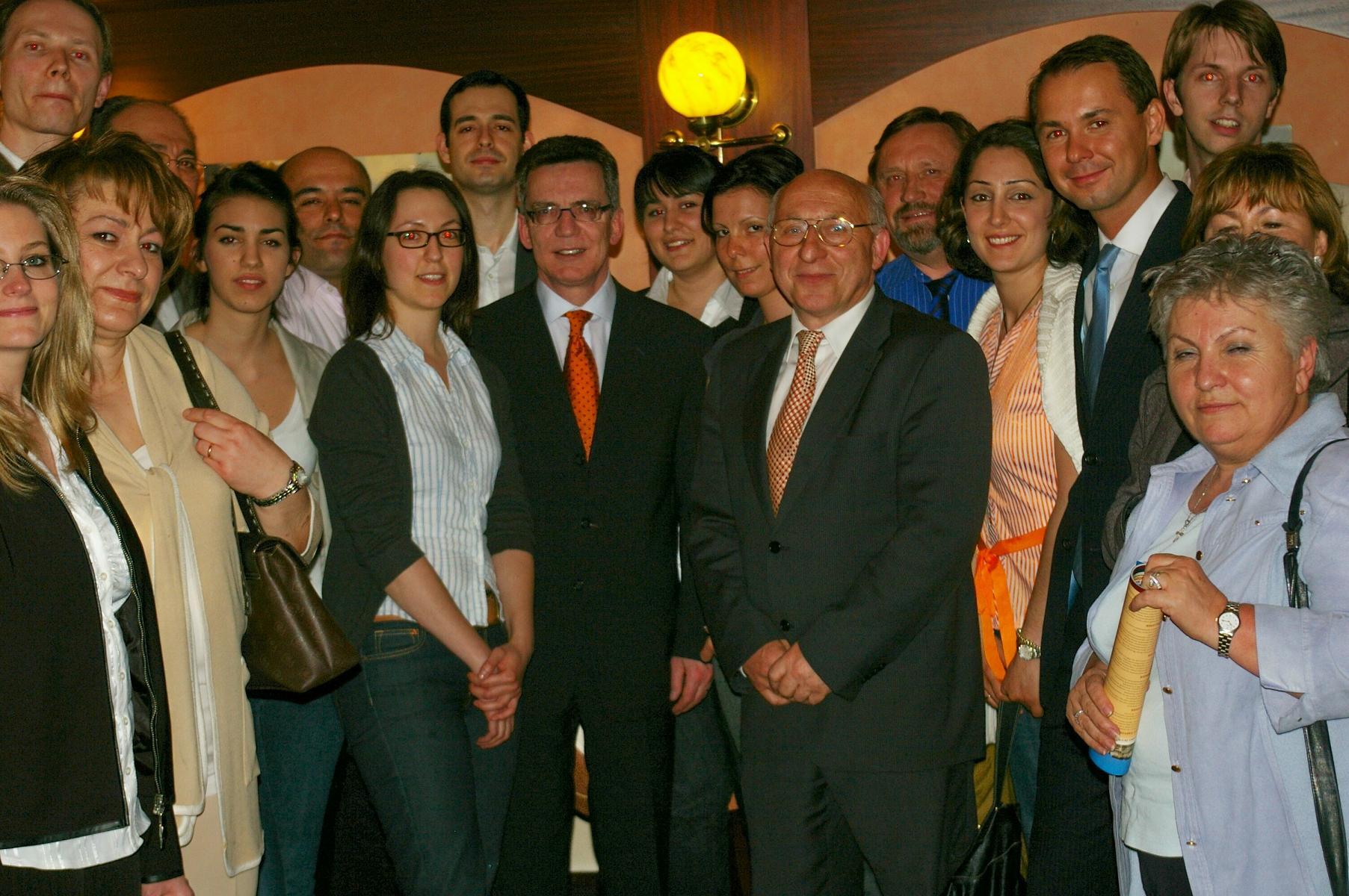 CDU-Fraktion Kreuzberg-Friedrichshain mit Verteidigungsminister Thomas de Maizière